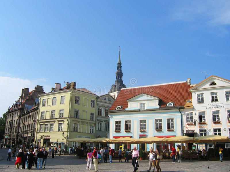 Środkowy urzędu miasta kwadrat w Tallinn, Estonia zdjęcia stock
