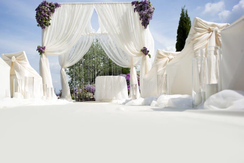 Świąteczna ślubna dekoracja z lekką nawą obrazy royalty free