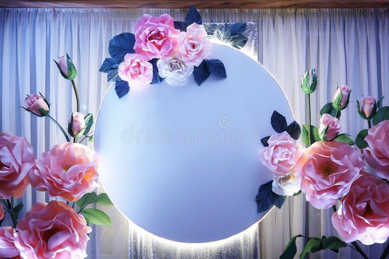 Świąteczna dekoracja dla tła dekoracyjni kwiaty z backlight zdjęcie stock