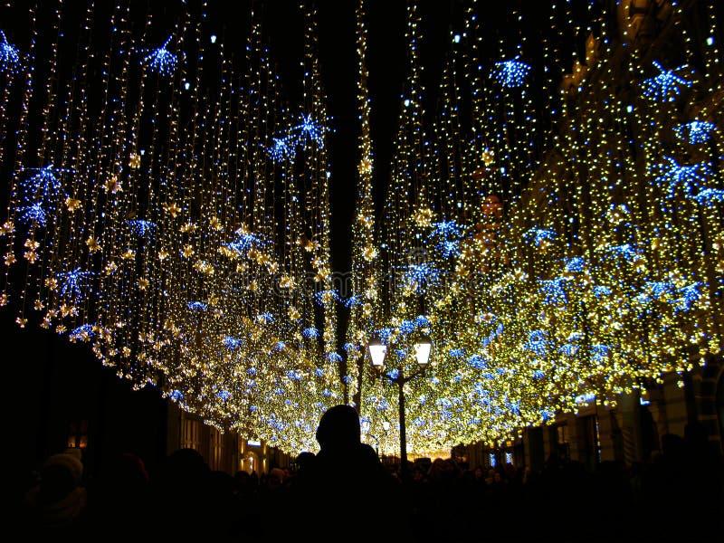 Świąteczne iluminacje w mieście zima wakacje, Rosja, Moskwa, Nikolskaya ulica zdjęcia royalty free