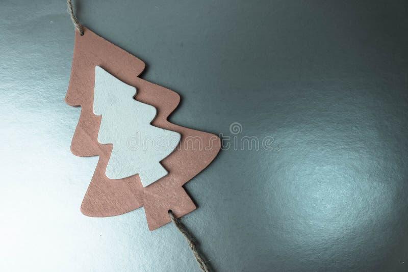 Świątecznego Bożenarodzeniowego Bożenarodzeniowego zim szarość srebra szczęśliwego pięknego błyszczącego tła mała zabawkarska dre zdjęcia royalty free