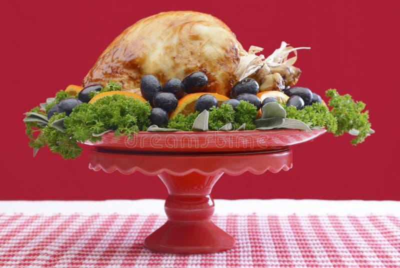 Świątecznego Czerwonego tematu dziękczynienia Bożenarodzeniowy Indyczy półmisek obrazy stock