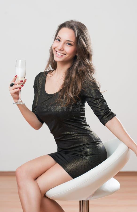Świąteczny brunetki piękno. zdjęcie stock