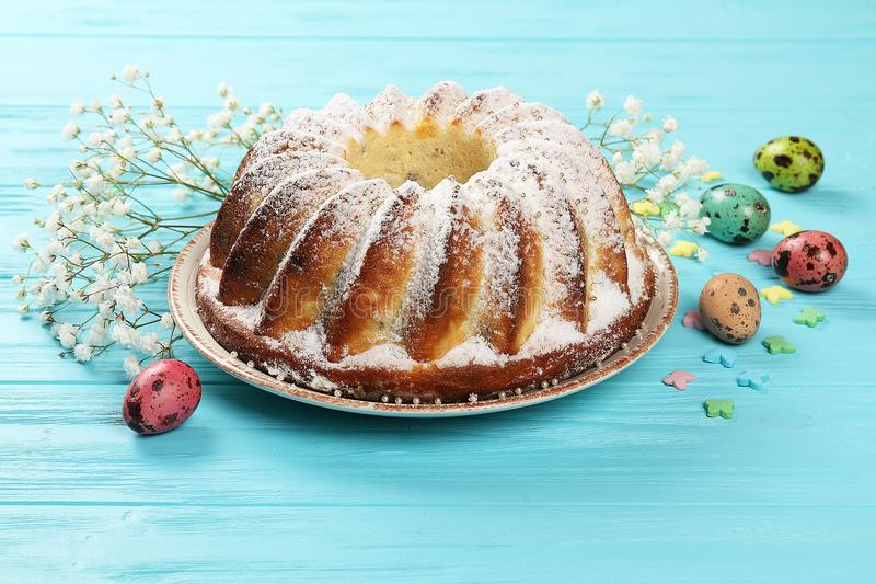Świąteczny Wielkanocny jedzenie na talerzu zdjęcia stock