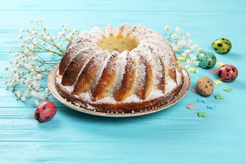 Świąteczny Wielkanocny jedzenie na talerzu zdjęcie royalty free