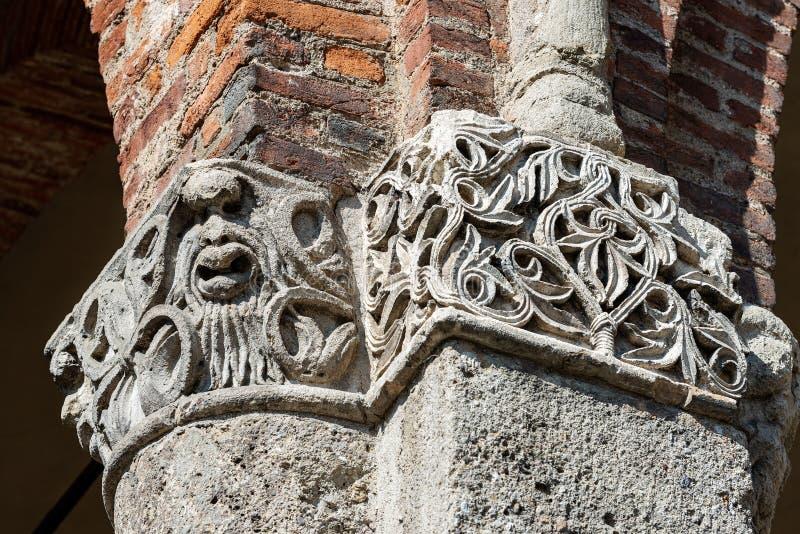 Świątobliwa Ambrogio bazylika Mediolański Włochy - kolumna i kapitał zdjęcia stock