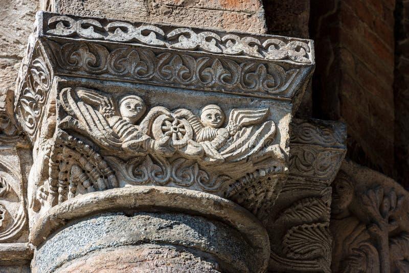 Świątobliwa Ambrogio bazylika Mediolański Włochy - kolumna i kapitał zdjęcia royalty free