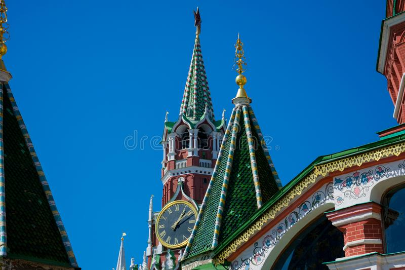 Świątobliwa basil katedra i Spasskaya wierza wybawiciela wierza fotografia stock