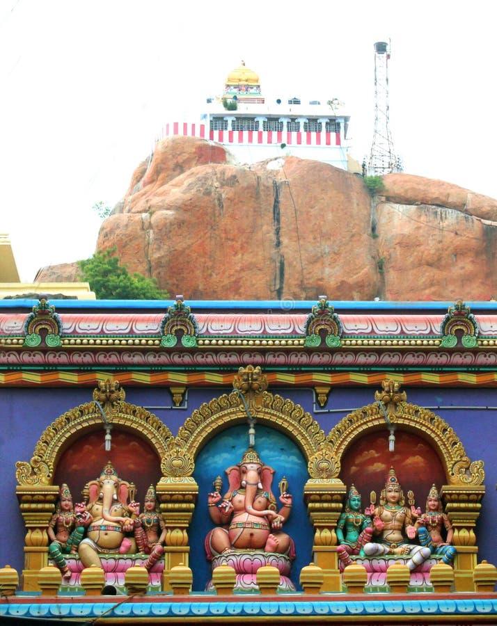 Świątobliwa indyjska bóg i bogini statua przy malaikottai vinayagar świątynią fotografia royalty free