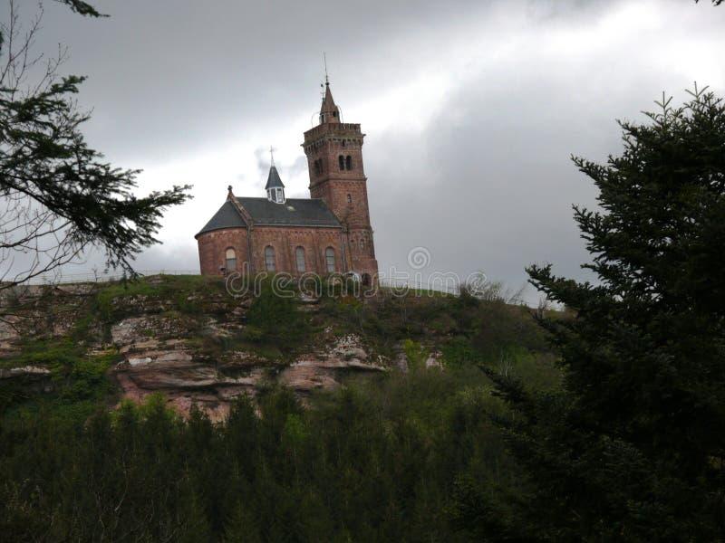 Świątobliwa Léon kaplica umieszczał na skale Dabo w Moselle fotografia royalty free