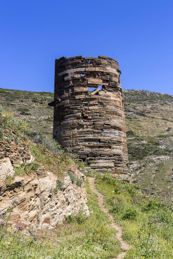Świątobliwa Peter wierza Andros wyspa, Cyclades, Grecja nad doliną Gavrio w górę obrazy royalty free