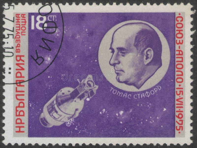 Świątobliwy Petersburg Rosja, Listopad, - 27, 2018: Znaczek pocztowy drukujący w Bułgaria z portretem Thomas Stafford obraz stock