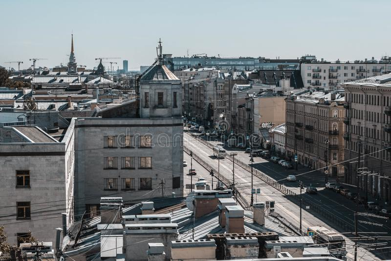 Świątobliwy Petersburg, Rosja, Maj 2019 Ligovsky perspektywa jest odgórnym widokiem Dachy miasto od wzrosta zdjęcia royalty free