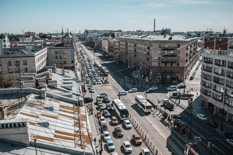 Świątobliwy Petersburg, Rosja, Maj 2019 Ligovsky perspektywa jest odgórnym widokiem Dachy miasto od wzrosta obraz stock