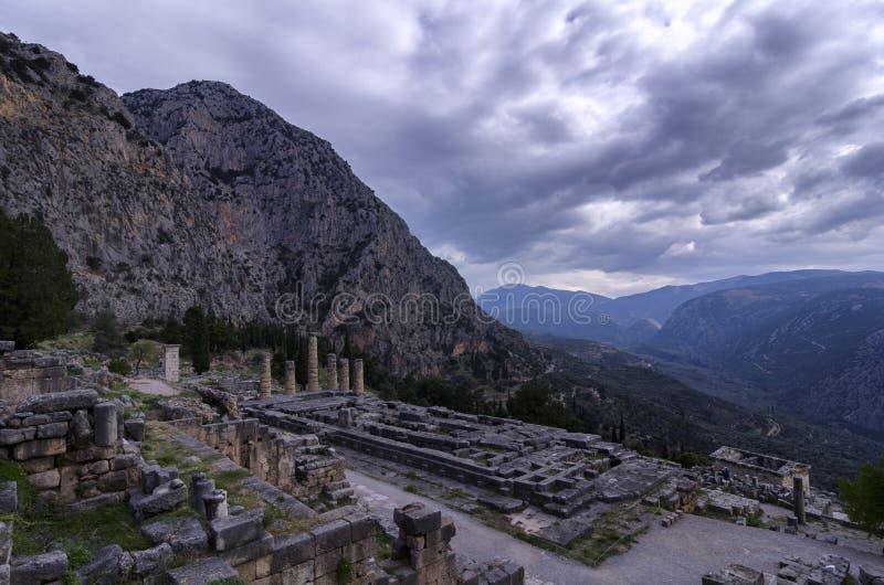 Świątynia Apollo przy archeologicznym miejscem Delphi zdjęcie stock