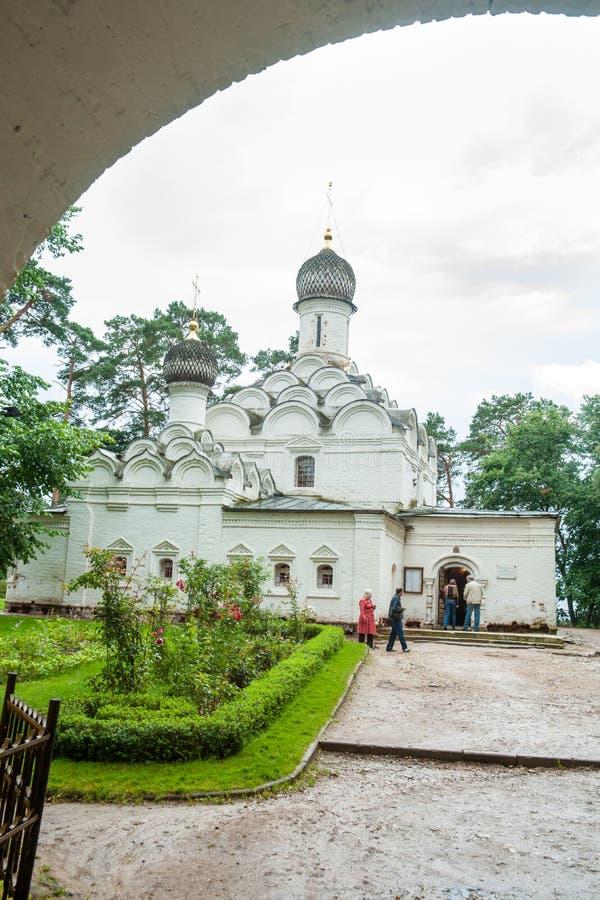 Świątynia archanioł Michael Archangelskoye w Rosja obraz stock
