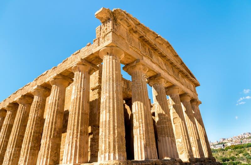 Świątynia Concordia, lokalizować w parku dolina świątynie w Agrigento, Sicily obraz stock