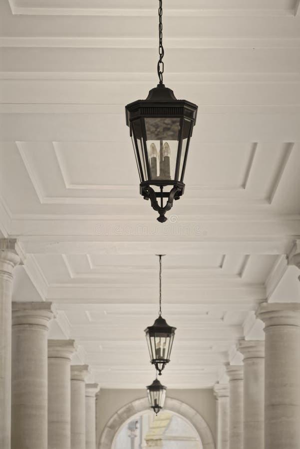 Świątynia, London, England: kolumnad lampy obrazy stock