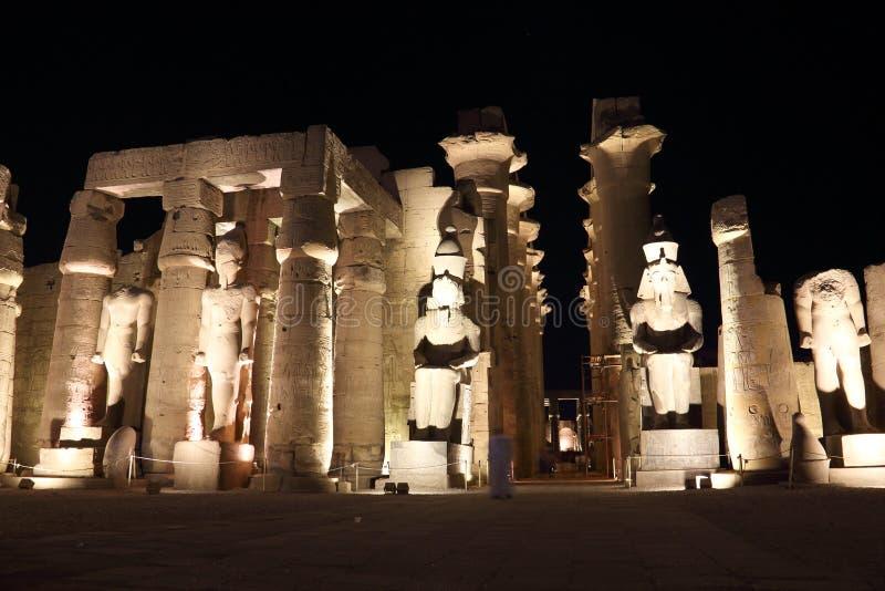 Świątynia Luxor przy nocą zdjęcia royalty free