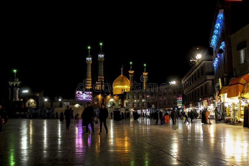 Świątynia Masoumeh Qom nocy widok FOLOWAŁ HD krajobraz zdjęcia stock