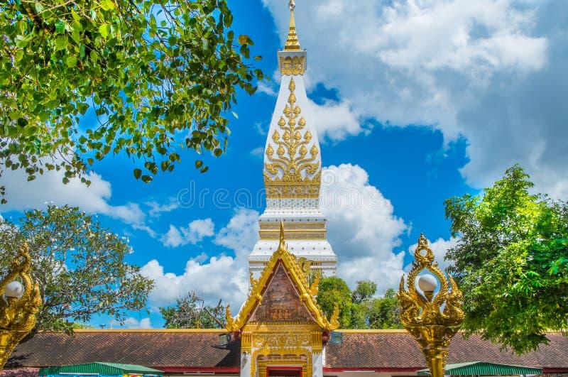 Świątynia na niebieskim niebie obrazy stock