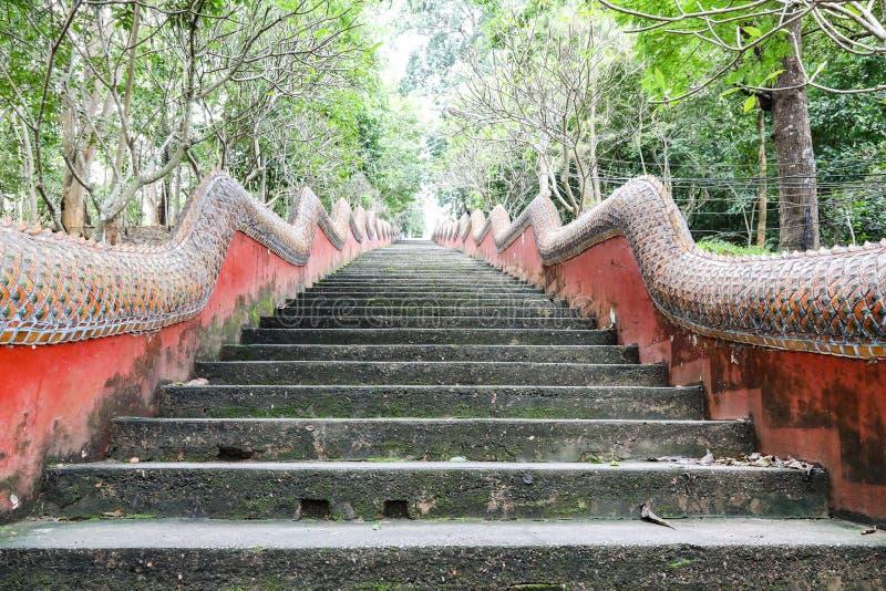 Świątynia na wzgórzu schody up robić cementowy i stiuk pa zdjęcie stock