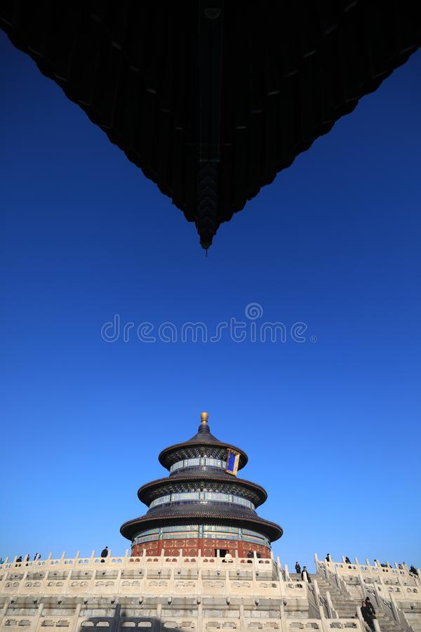 Świątynia niebo w Pekin, Chiny, pod biel chmurami fotografować fisheye obiektywem i niebieskim niebem obraz stock
