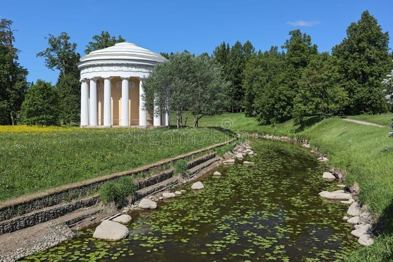 Świątynia przyjaźń w Pavlovsk parku, święty Petersburg, Rosja zdjęcie stock