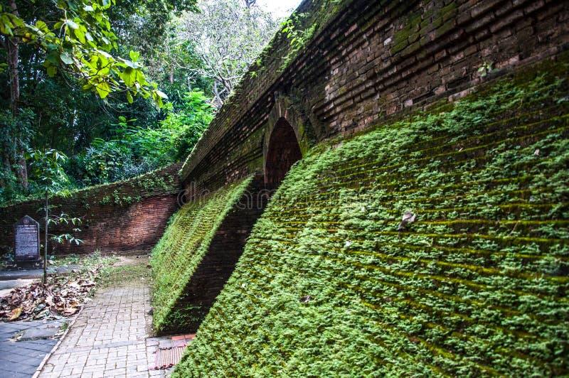 Świątynie Tajlandia - tunelowa świątynia zdjęcia royalty free