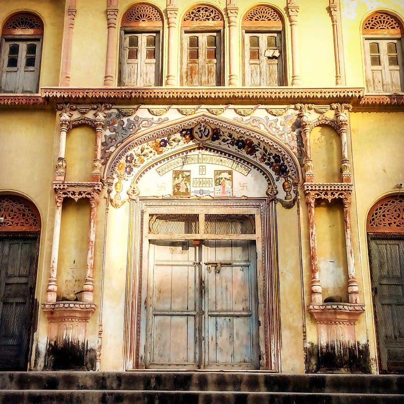 Świątynni drzwi w Laxman Jhula Rishikesh zdjęcie royalty free