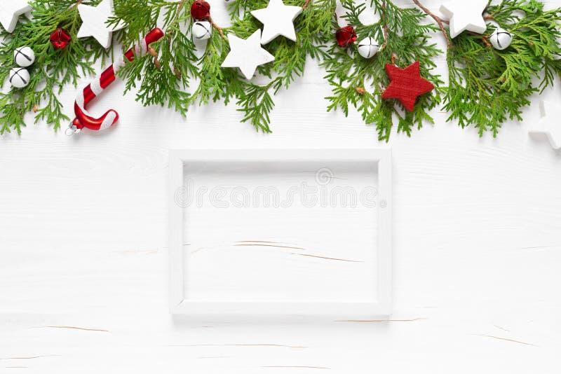Święta Bożego Narodzenia, Nowy Rok lub Noel, świąteczna zimowa kartka powitalna z ozdobami, ramą, ozdobami x-mas, gwiazdami obraz stock