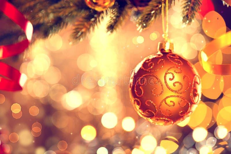 Święta dekorują odznaczenie domowych świeżych pomysłów Złoty bauble zdjęcia royalty free