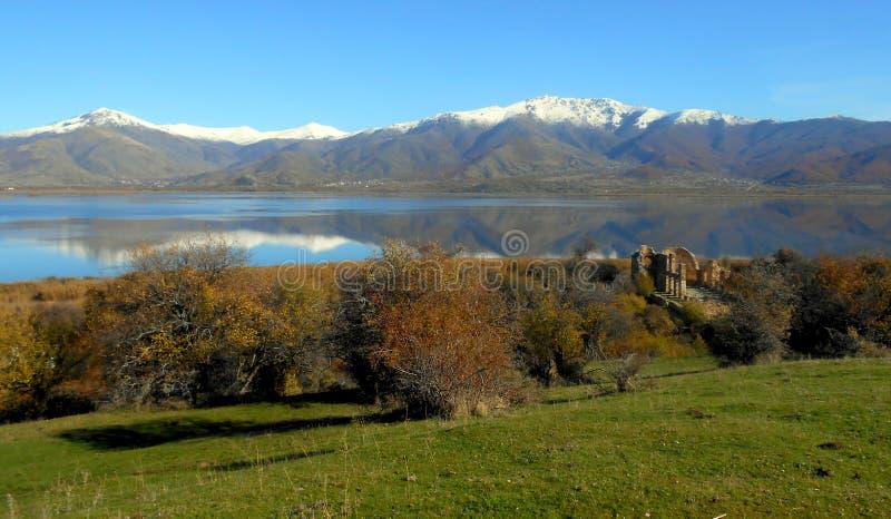 Świętego Achilleios wyspa przy Prespes jeziorami w Grecja zdjęcia royalty free