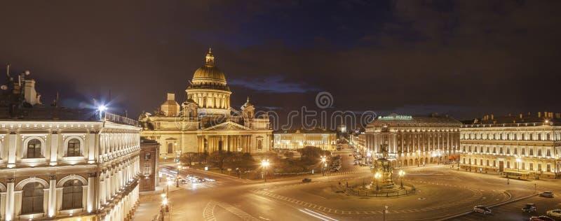 Świętego Isaac miejsca Katedralnej nocy panoramiczny widok zdjęcie stock