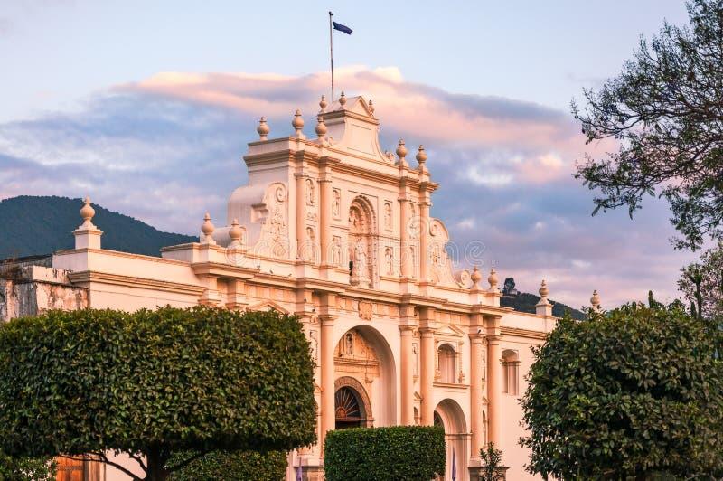 Świętego James katedra przy zmierzchem w Antigua obrazy royalty free