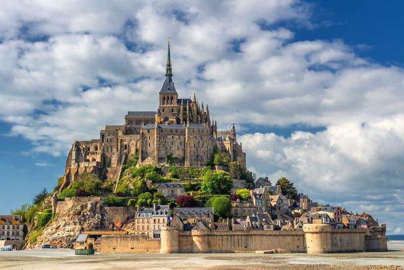 Świętego Michael góra jest wyspy komuną w Normandy Isla obrazy royalty free
