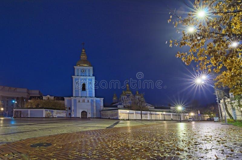 Świętego Michael ` s Domed katedrę w Kyiv, Ukraina Wczesny jesień ranek po deszczu, Selekcyjna ostrość z szerokim kąta obiektywem zdjęcie royalty free