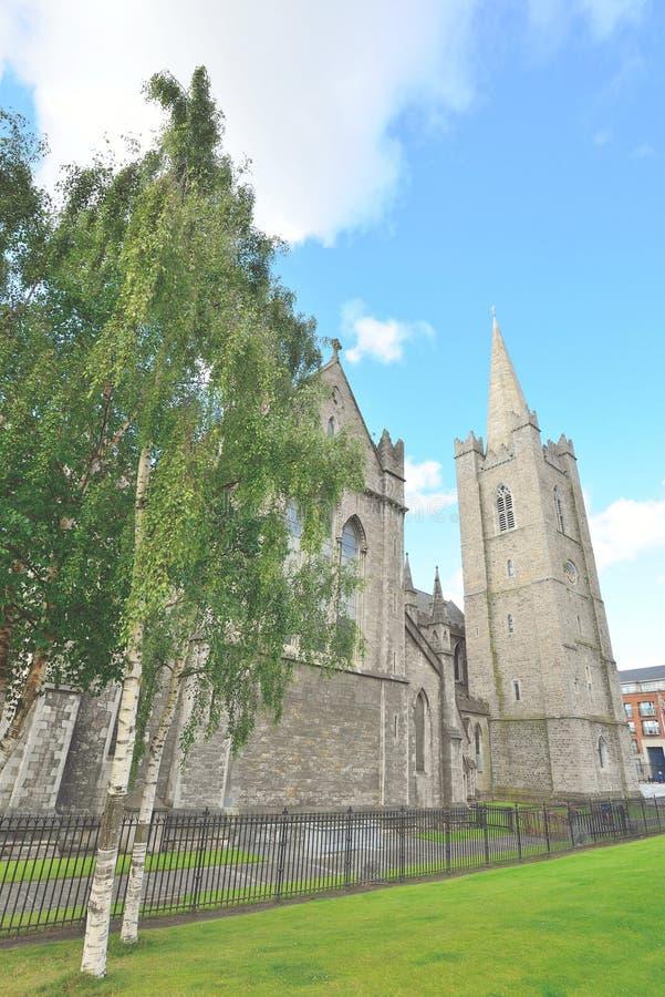 Świętego Patrick ` s katedralna iglica w Dublin, Irlandia zdjęcia royalty free
