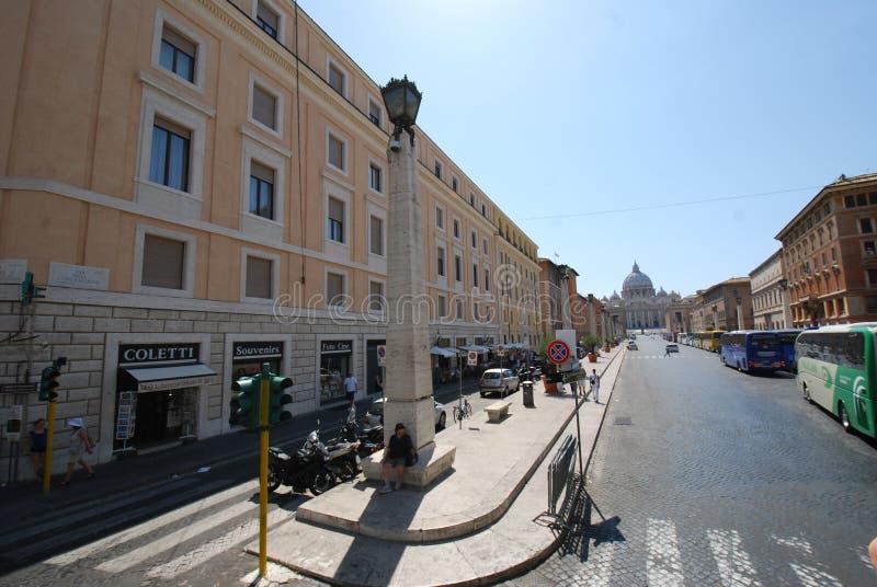 Świętego Peter ` s kwadrat, miasteczko, neighbourhood, pas ruchu, droga zdjęcia stock