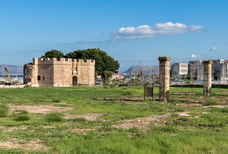 Świętego Pietro forteca kasztel przy morzem w Palermo, Sicily, Włochy zdjęcia royalty free