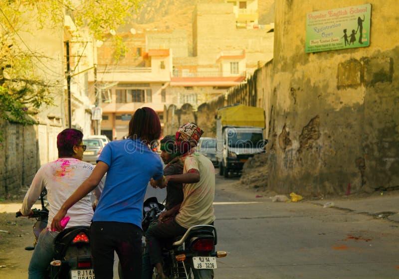 świętować świętego wakacje Holi w ulicach India obrazy royalty free