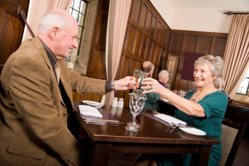 świętowania pary posiłek stary zdjęcie royalty free