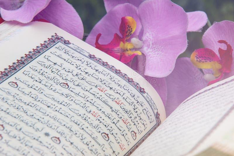 ?wi?ty koran - Islamska ?wi?ta ksi?ga fotografia stock
