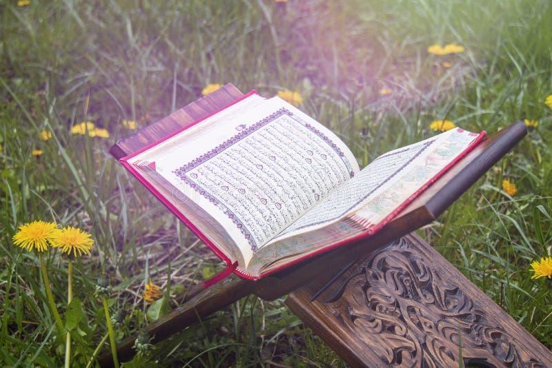 ?wi?ty koran - Islamska ?wi?ta ksi?ga obraz royalty free
