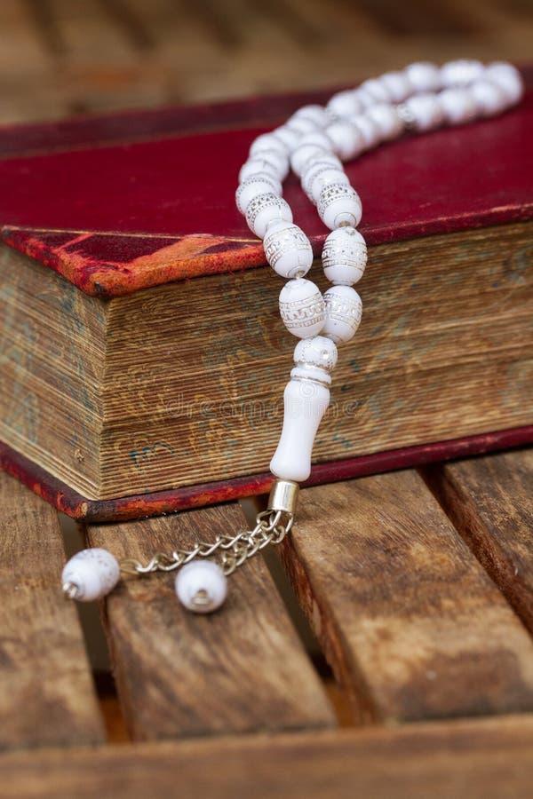 Święty koran z koralikami zdjęcia stock