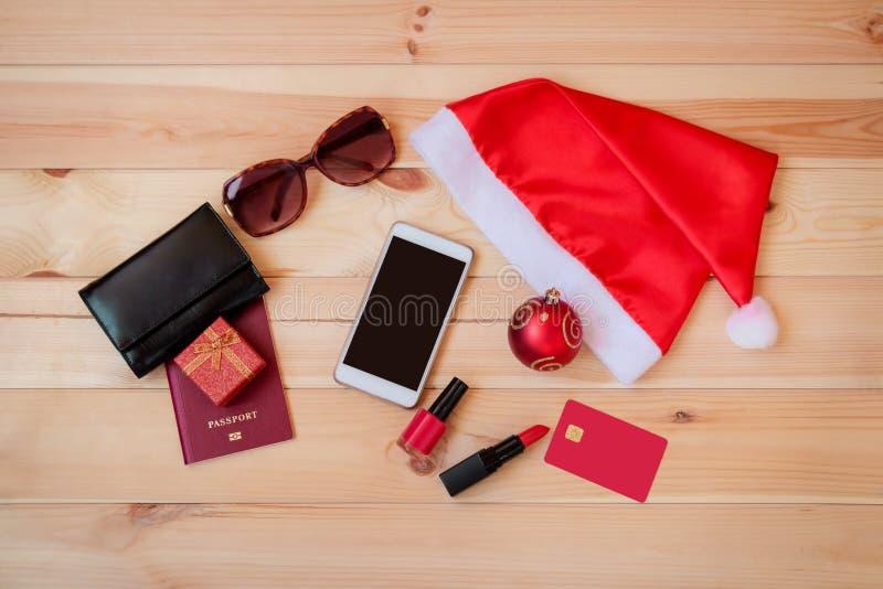 Święty Mikołaj kapelusz i set rzeczy dla wakacji Boże Narodzenie podróży pojęcie obraz royalty free