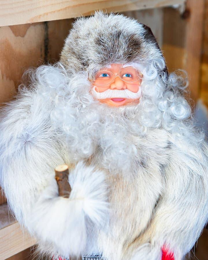 Święty Mikołaj pamiątki w boże narodzenie rynku w Rovaniemi Finlandia Lapland obraz royalty free