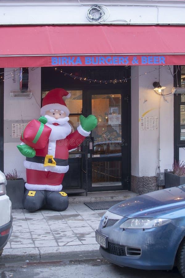 Święty Mikołaj powitanie przy Birka hamburgerami zewnętrznymi zdjęcia royalty free