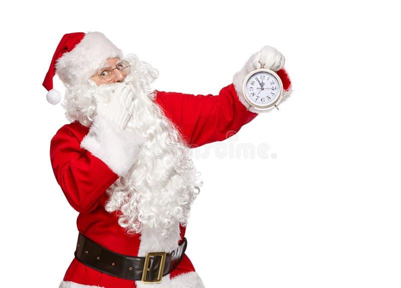 Święty Mikołaj punktów palec przy zegarem Bożenarodzeniowy pojęcie zdjęcia royalty free