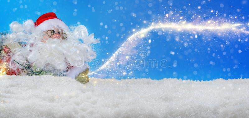Święty Mikołaj w śniegu z stardust, sztandar ilustracja wektor